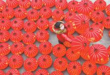 中国灯笼高挂海外