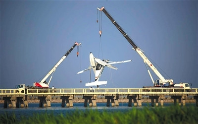The accident of Shanghai water plane took off two or three minutes after the first hit the bridge