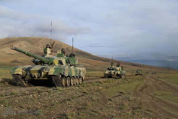印度持续增兵边界!解放军96A坦克西藏高原演习
