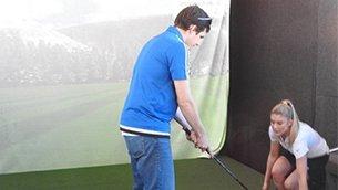 足不出户玩高尔夫?VR让这变成了现实.jpg