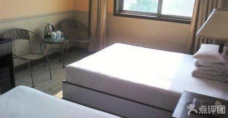 洪源商务大酒店标准三人间仅99元