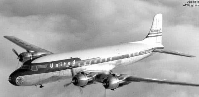 1990年,消失35年的飞机降落机场,专家时空隧道真的存在