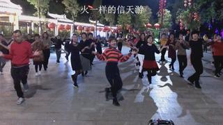 50大妈跳《火一样的信天游》火火的气氛感染了在场所有人