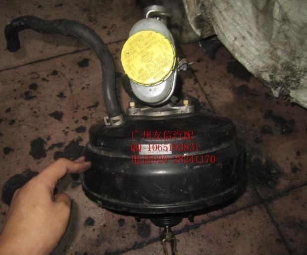 这是刹车助力泵啊 刹车助力泵是一个直径较大的真