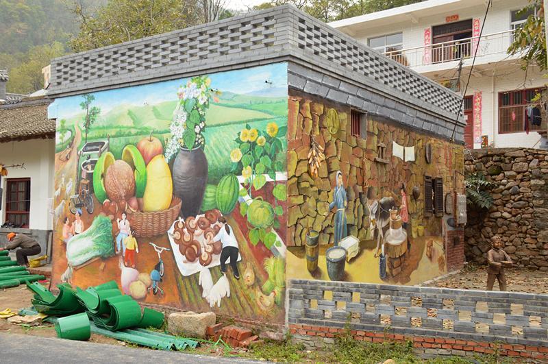 手绘墙扮靓秦岭深山乡村 勾起满满的乡愁