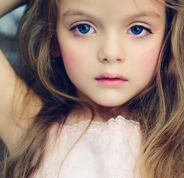 蓝眼睛的外国小孩叫什么