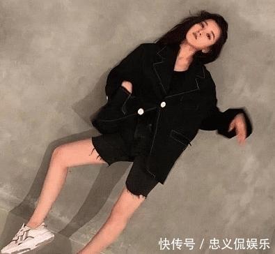宋祖儿录下班视频,摄影师却手滑关了滤镜,这才是正常女生的腿围