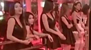 泰国国丧期 站街女穿黑衣揽客