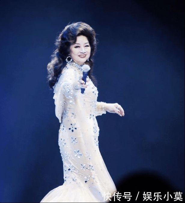 她宁愿离婚也不改掉中国国籍,连春晚都为她破例