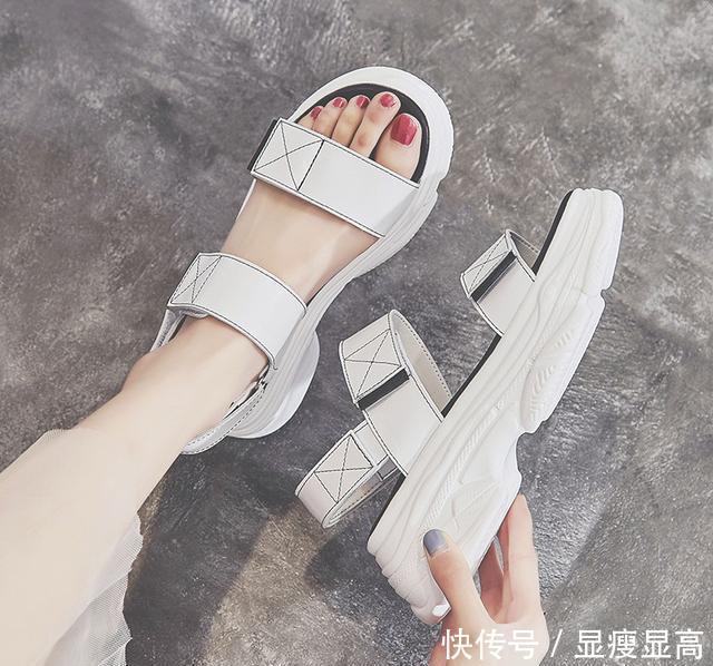 <b>不管豆豆鞋还是凉鞋,这几款鞋子是夏季最流行,时尚与透气并存</b>