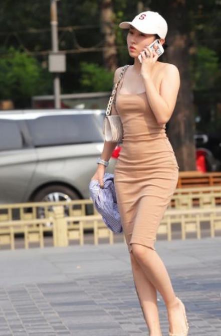 <b>路人街拍,迷人性感的美女,性感身材一览无余</b>