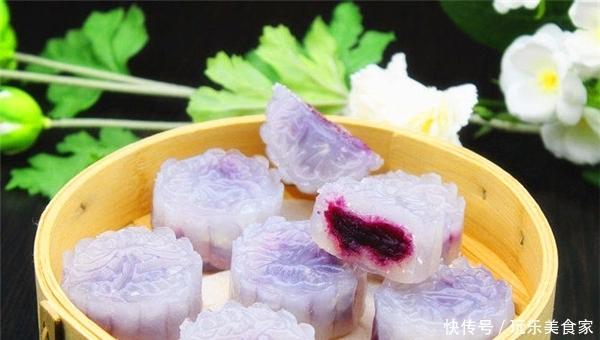 一道广东传统小吃紫薯水晶饼,晶莹剔透,口感松软,超高颜值!