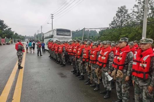 成都双流发生洪涝,西部战区陆军部队出兵救援