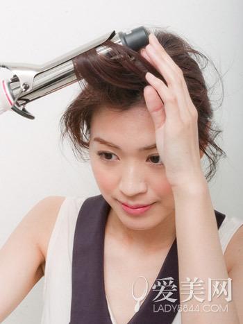 长卷发发型扎法八步骤搞定丸子头