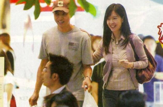 周慧敏庆结婚十周年,54岁倪震暴瘦出镜,网友:劈腿仿佛在昨天