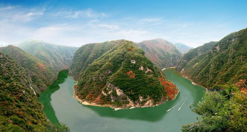 地理学家眼里,秦岭是南方和北方的分界线,是长江黄河的分水岭;在动物