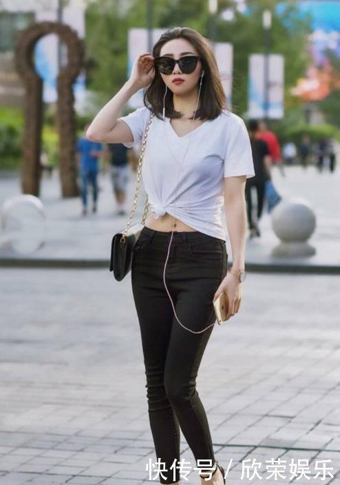 街拍图五广场性感白色+性感裤,有一点肉肉的小的尚舞云儿上衣舞小紧身图片