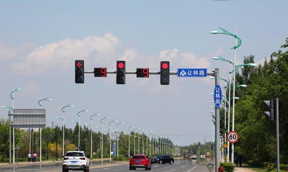 红灯可以右转且不扣分,但是出现这个东西就得注意,违反扣6分