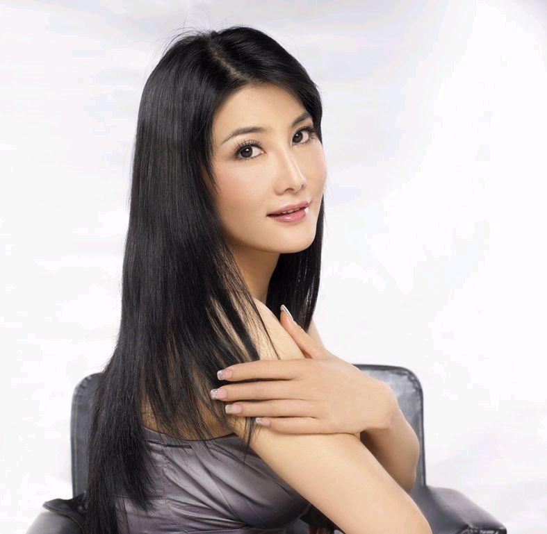 身材颀长的女侠杨丽菁