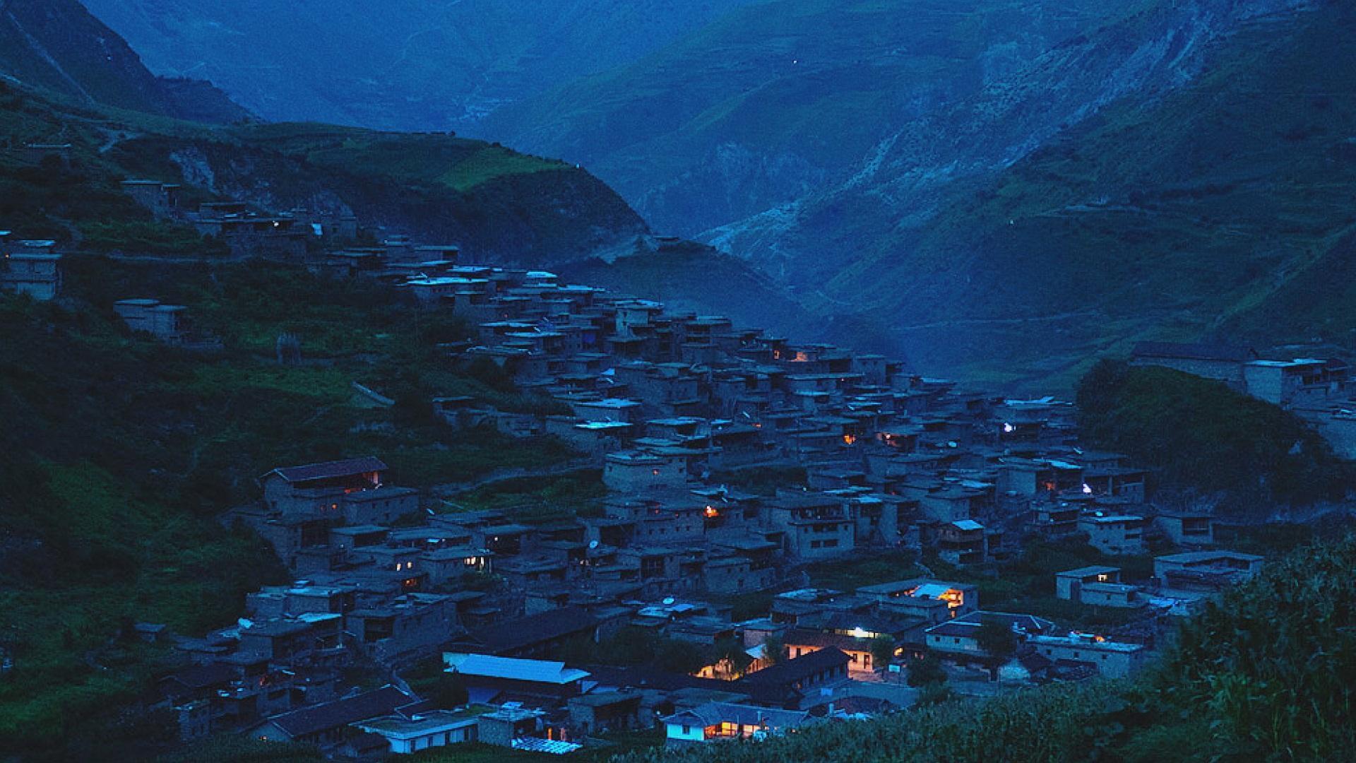 据节目披露,金阳县依达乡嘎格达村是一个贫困村,近年来村民用电从来没