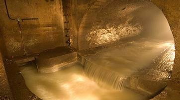 清理下水道致三人死亡