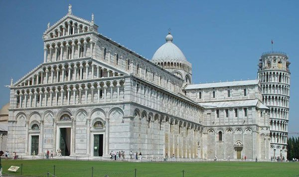 罗马式半圆形的拱券结构深受基督教宇宙观的影响