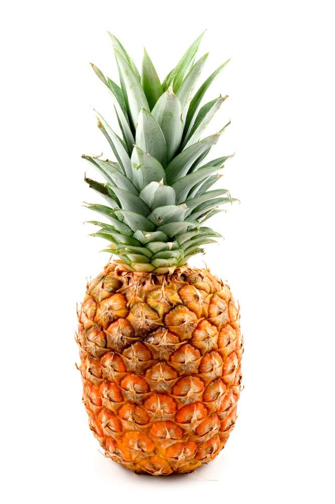 1.一般人群均可食用;   2.特别适宜身热烦躁者、高血压、支气管炎、消化不良者;   3.患有溃疡病、肾脏病、凝血功能障碍的人应禁食菠萝,发烧及患有湿疹疥疮的人也不宜多吃。   4. 菠萝属于热带水果,是夏季佳果,因其口味香甜,颇受人们的喜爱。但是,过敏体质者最好不要吃菠萝,因为他们食用菠萝后可能会发生过敏反应。脑手术恢复期的病人也不适合食用,因为一旦发生过敏,将会危及生命。   5.