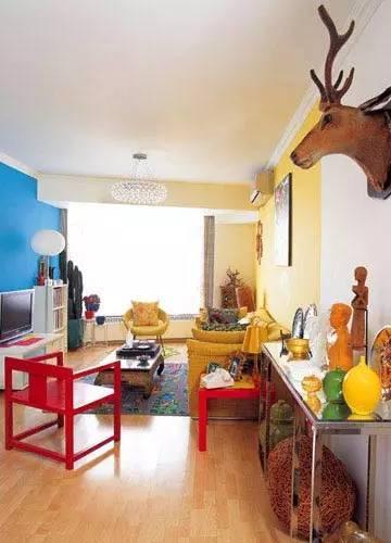 赏析最新简欧客厅装修效果图:巧妙的配色,用红,黄,蓝三原色带来强烈的