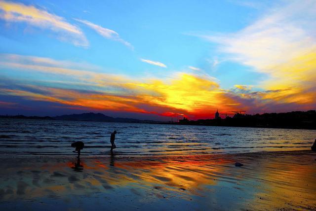 去大连广鹿岛旅游可以去大连广鹿岛仙女湖,月亮湾,马祖庙游玩;在海边