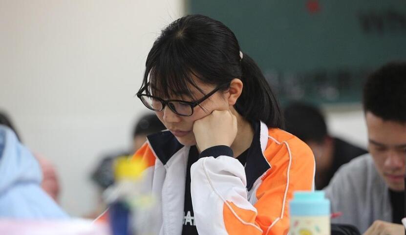 高考进入倒计时 高三学子备战高考