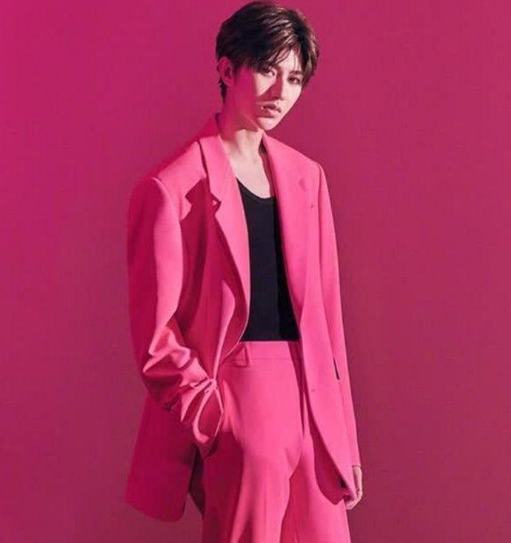 盘点穿粉色衣服超帅的男明星们,蔡徐坤,张艺兴