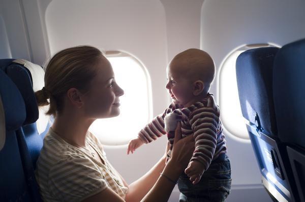 婴儿坐飞机要买票吗?