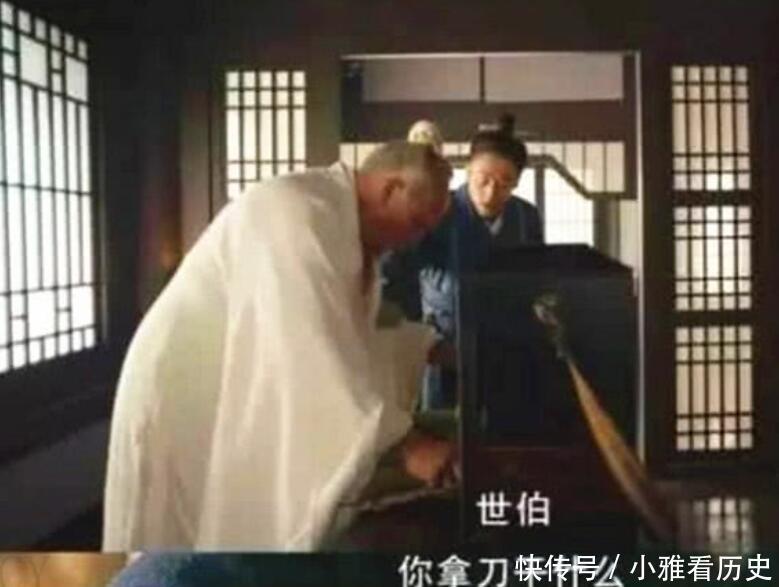 将军夫人腹痛难忍,华佗让人将手伸进她的裤子内,找到了病因