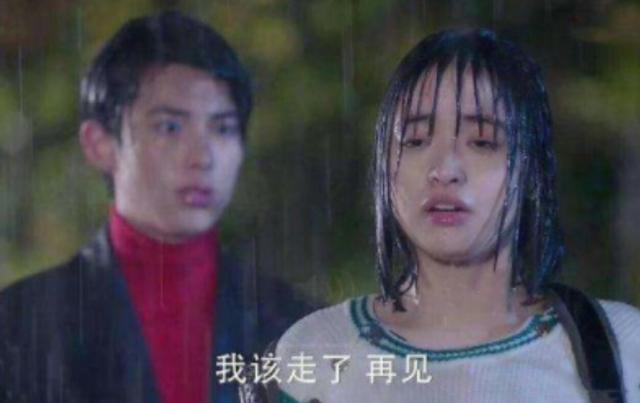 杨幂拍雨戏暴露超高发际线,朱一龙更显诱惑,而沈月着实有点尴尬