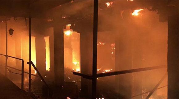 俄工厂火灾致1死2伤 过火面积达4500平方米