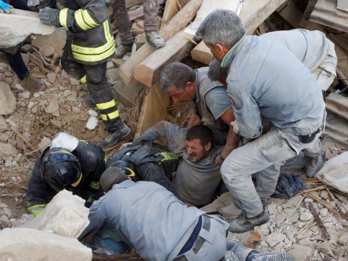 意大利地震3分钟视频全记录