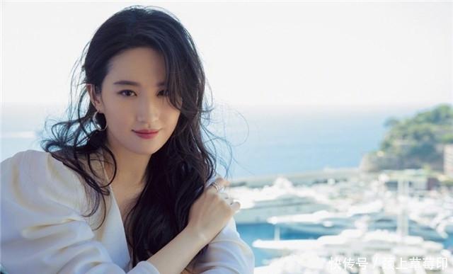 刘亦菲晒近照长发披肩如仙女下凡,美得温柔不俗气