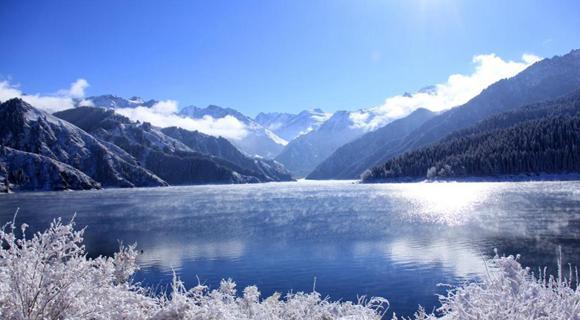 新疆天山天池大雪初晴美如画