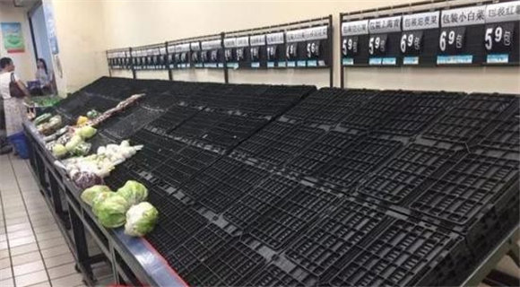"""台风""""玛莉亚""""来临 福州各大超市被抢购一空"""