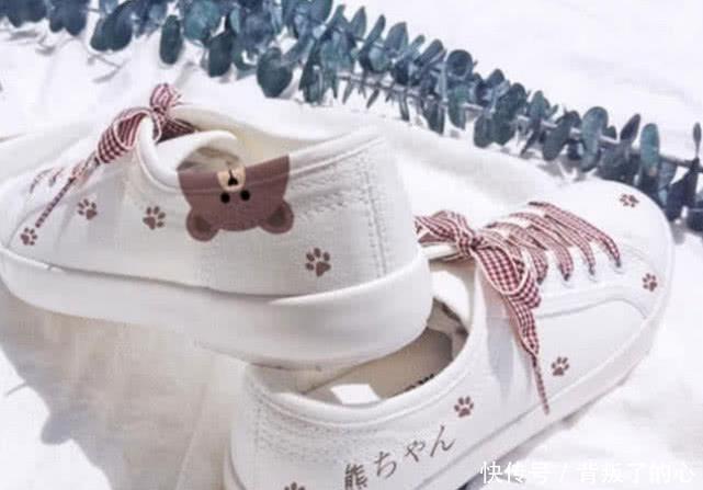 4双小白鞋,你最想穿哪一双去上学?测一测你考上大学能够脱单吗