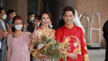 汤怡婚礼夫妻笑容甜蜜