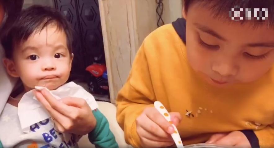 可爱的小来哥吃饭照片