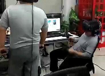 震惊!入职一周,新员工冒死揭露让人脸红的VR工作!