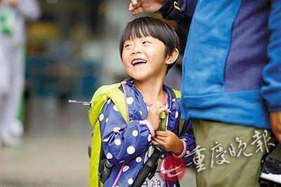 中国最小背包客:4岁女儿随父母徒步游半个中国:我不想上幼儿园
