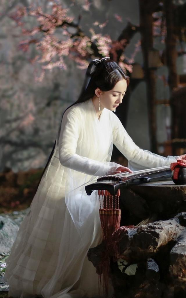 为什么女星古装爱穿白衣?答案:杨颖白睡衣都