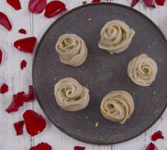 三张皮饺子玫瑰的包法步骤图解