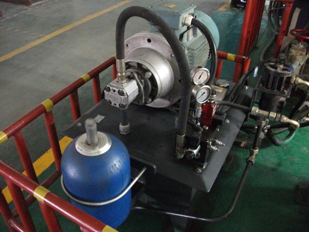 聚氨酯高压发泡机储能器的作用