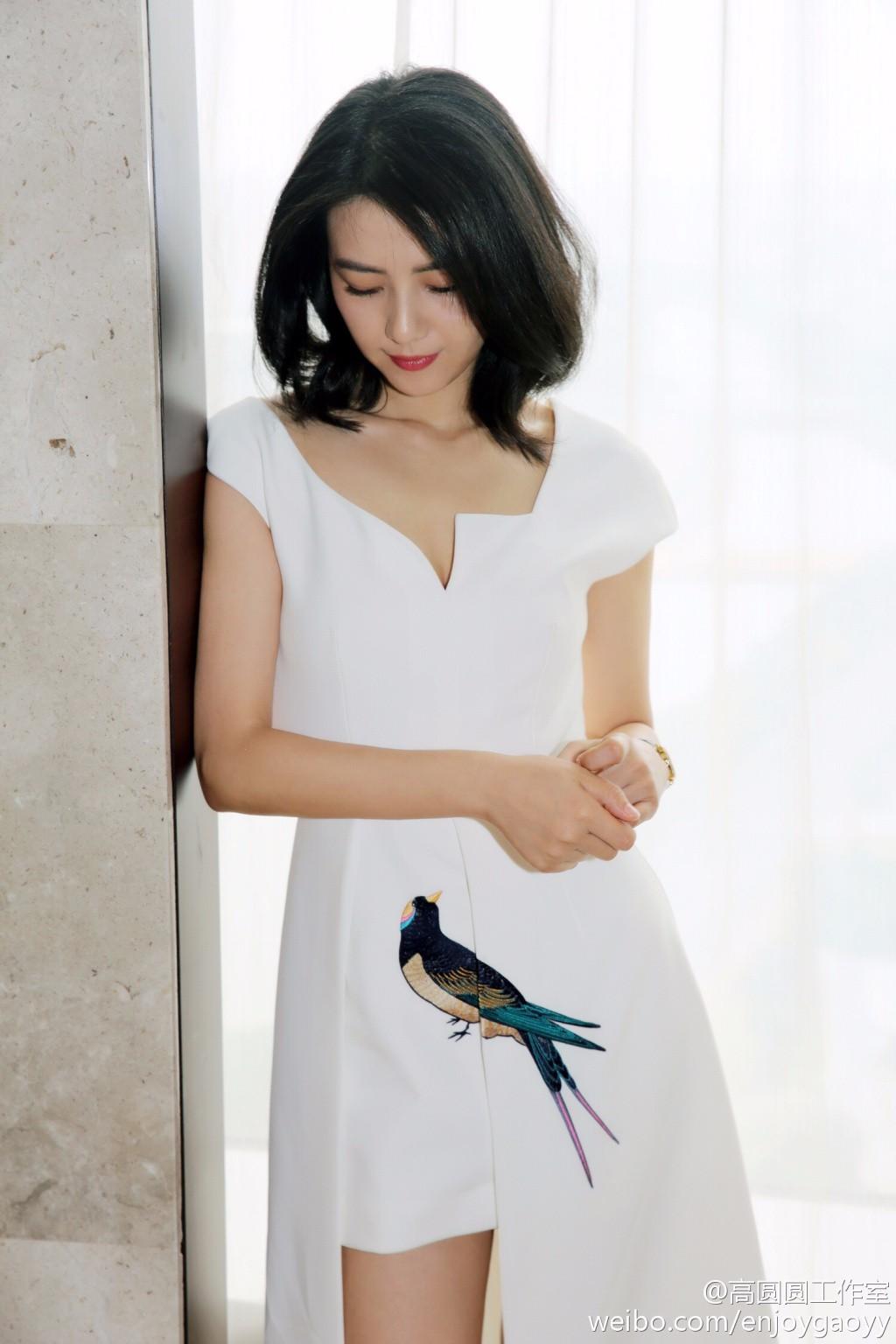 【网络】高圆圆白裙素雅清新 修长美腿超级抢镜 - 张艺之 - 张艺之的博客