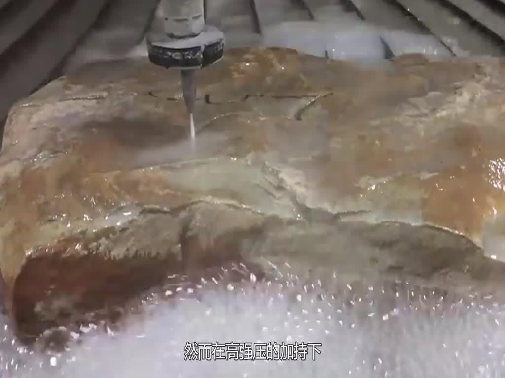 老外实验:用水刀切割猛犸象牙化石,隔着屏幕都能感受到!