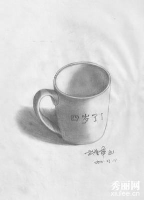 小学生素描杯子的图片